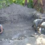 В Луцке ведутся раскопки захоронения расстрелянных узников
